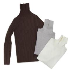 首のチクチクを抑えた洗えるタートルネックセーター